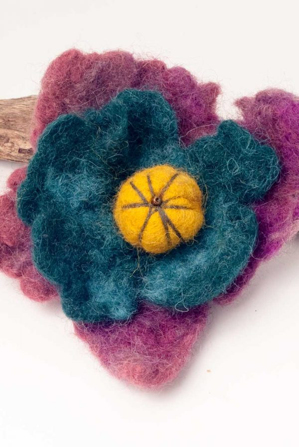 felt brooch by ertisun
