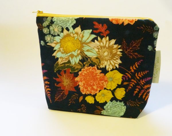 Navy Floral Large Zipper Pouch - RX309932 scaled