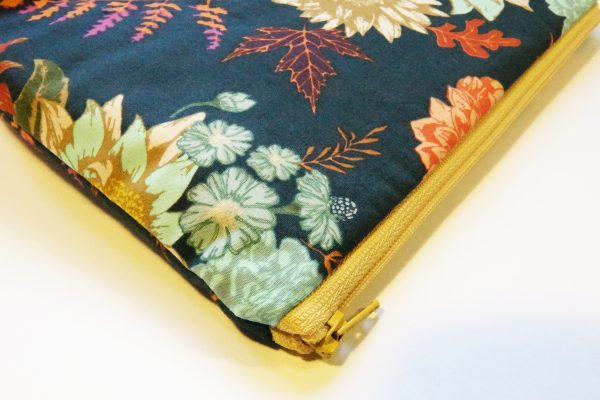 Navy Floral Large Zipper Pouch - RX309934 scaled