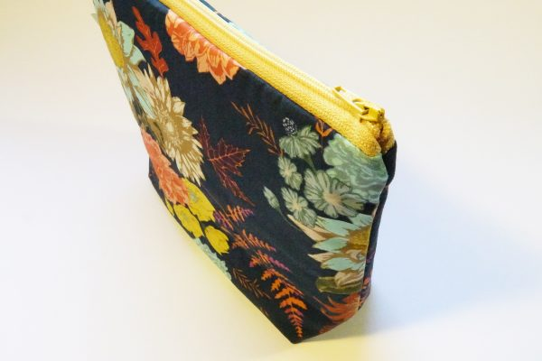 Navy Floral Large Zipper Pouch - RX309936 scaled