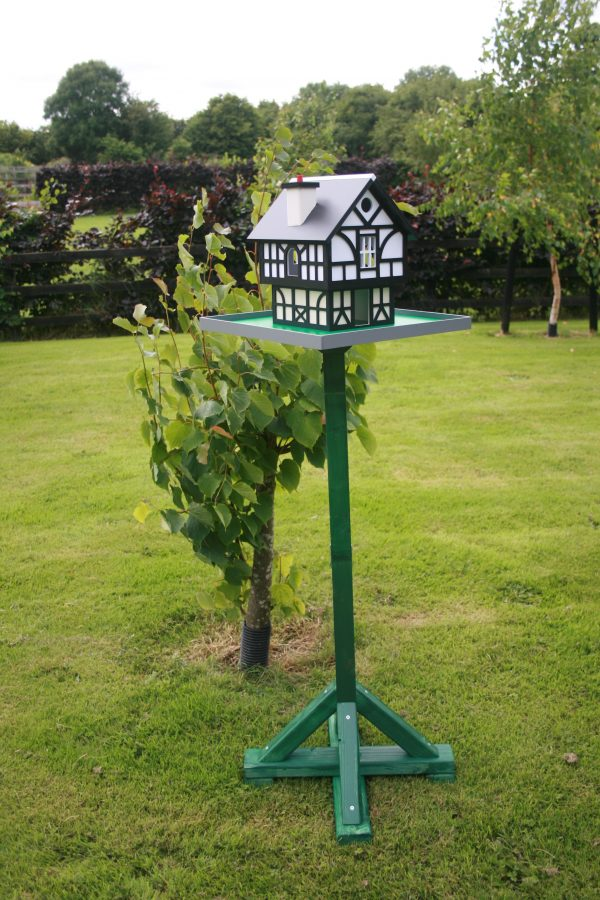 Tudor Cottage Birdhouse - IMG 0344 scaled