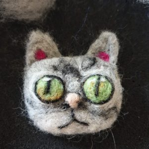 Needle felted Cat brooch (grey)