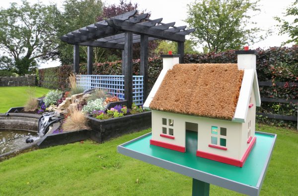 Irish Thatch Cottage Birdhouse - Raymond Kenny and Birdhouses 7 scaled