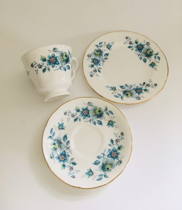 Teacup Candle - Blue Floral Royal Kent Fine Bone China - B953AC6F 049A 48FF 9CB3 FA6DB1F86371 scaled