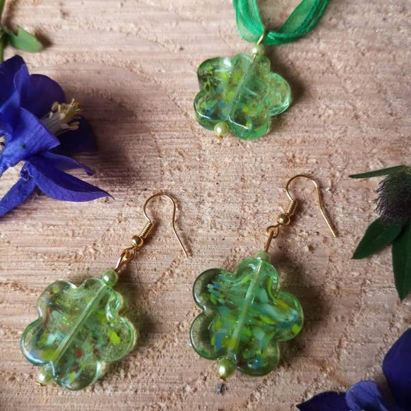 Glass Daisy Pendant and Earrings Set - Dasiy Green