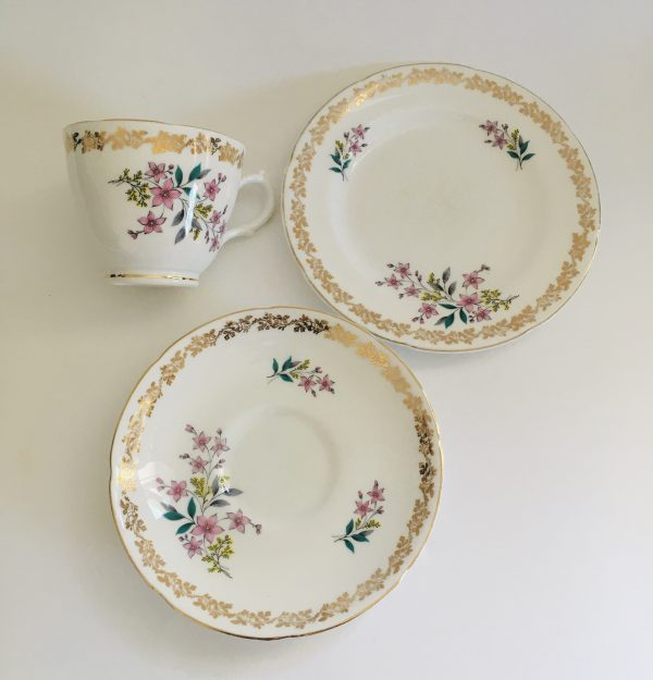 Teacup Candle - Floral and Gold Royal Grafton Fine China - E299CC69 4432 419B 9BFF CDCBA6CA263D