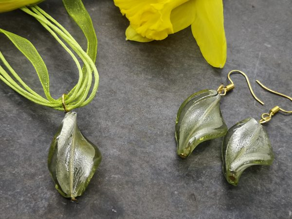 Glass Twist Pendant and Earrings Set - IMG 20210130 110804