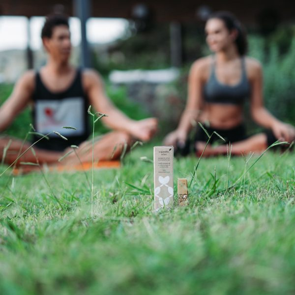 Feel Relaxed Gift Set - 5. Couple yoga in nature and relax oil into the