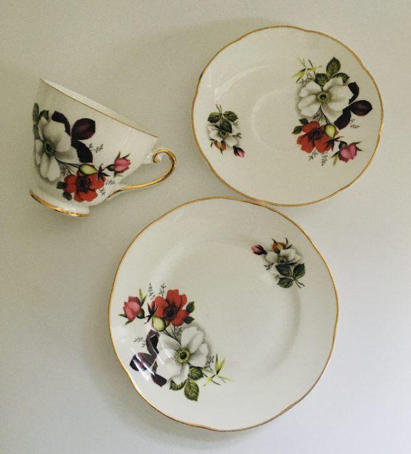 Teacup Candle - Red and White Floral Irish Royal Tara China - 5BA68816 7750 4750 B0AA 0A47D3849156