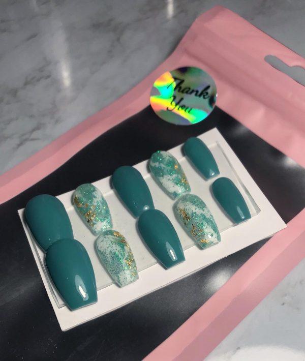 Tiffany Press-On Nails - 99E55A57 F9BE 453A 8556 25E74DA1428C