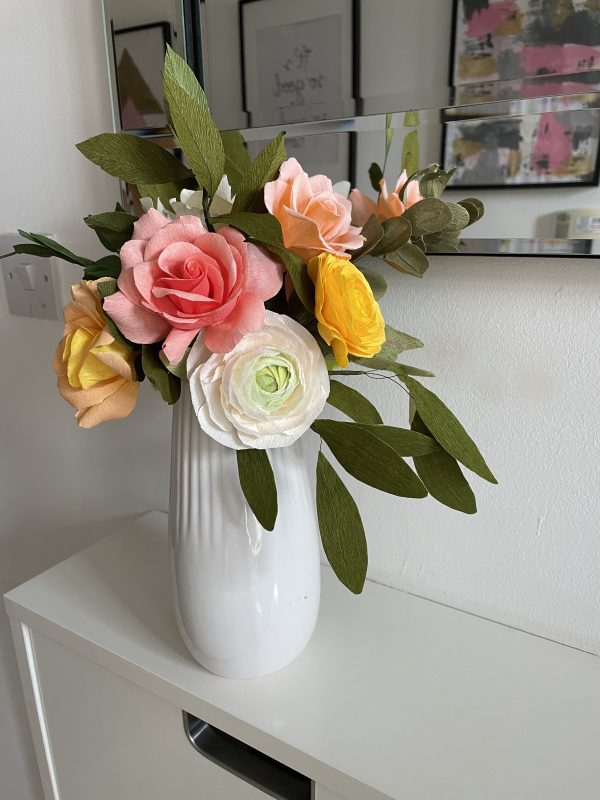 Crepe paper flower arrangement with roses, ranunculus and hydrangea - IMG 1241