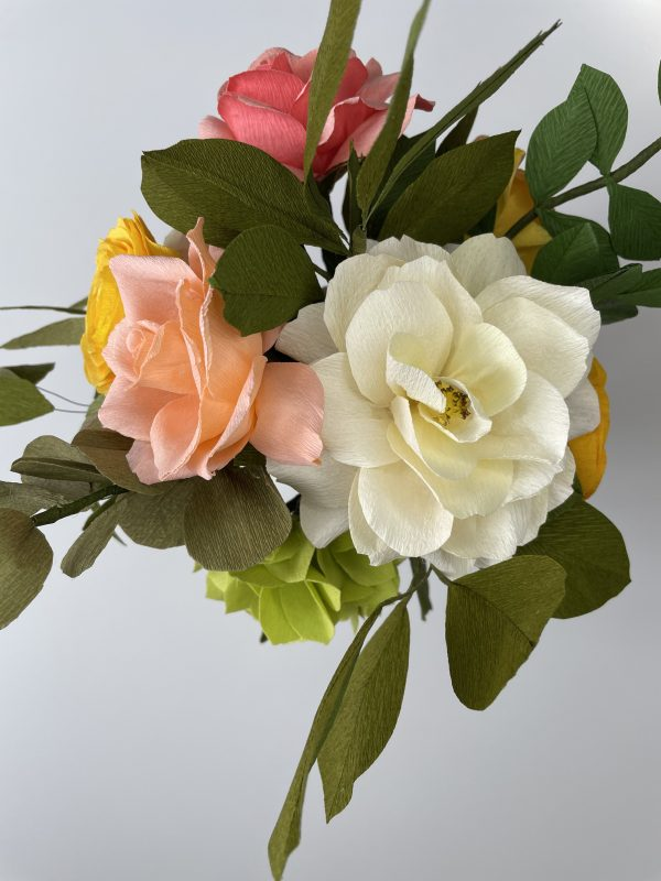 Crepe paper flower arrangement with roses, ranunculus and hydrangea - IMG 1251