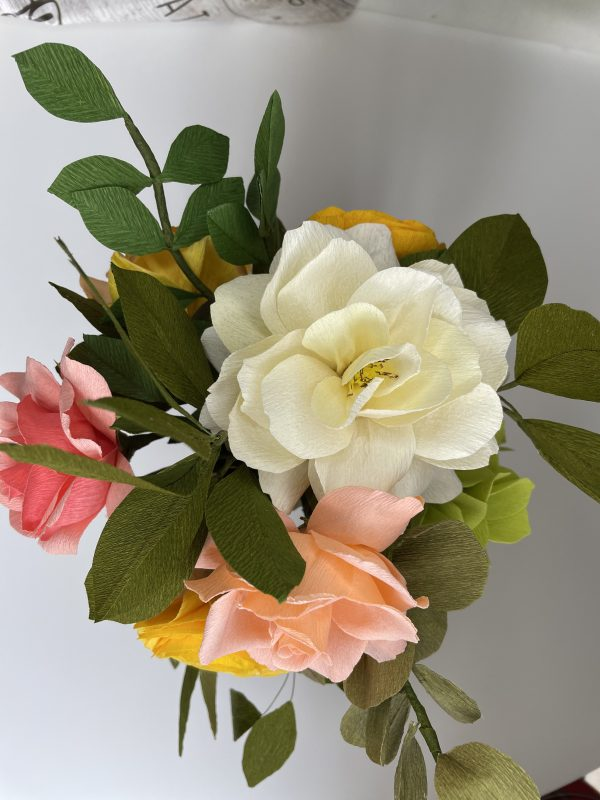 Crepe paper flower arrangement with roses, ranunculus and hydrangea - IMG 1252