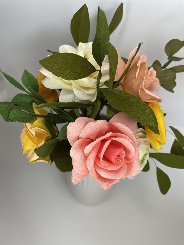 Crepe paper flower arrangement with roses, ranunculus and hydrangea - IMG 1255