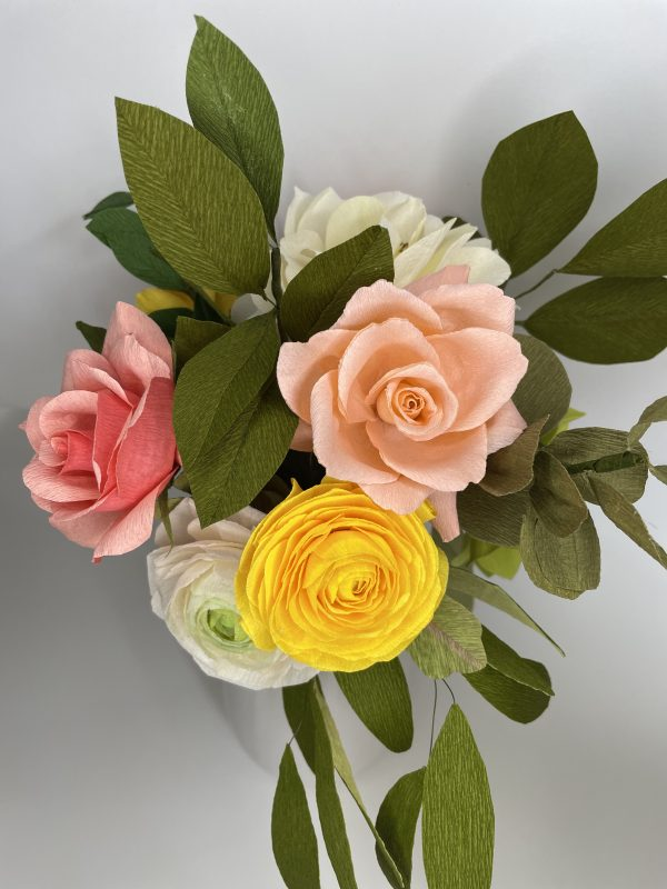 Crepe paper flower arrangement with roses, ranunculus and hydrangea - IMG 1256