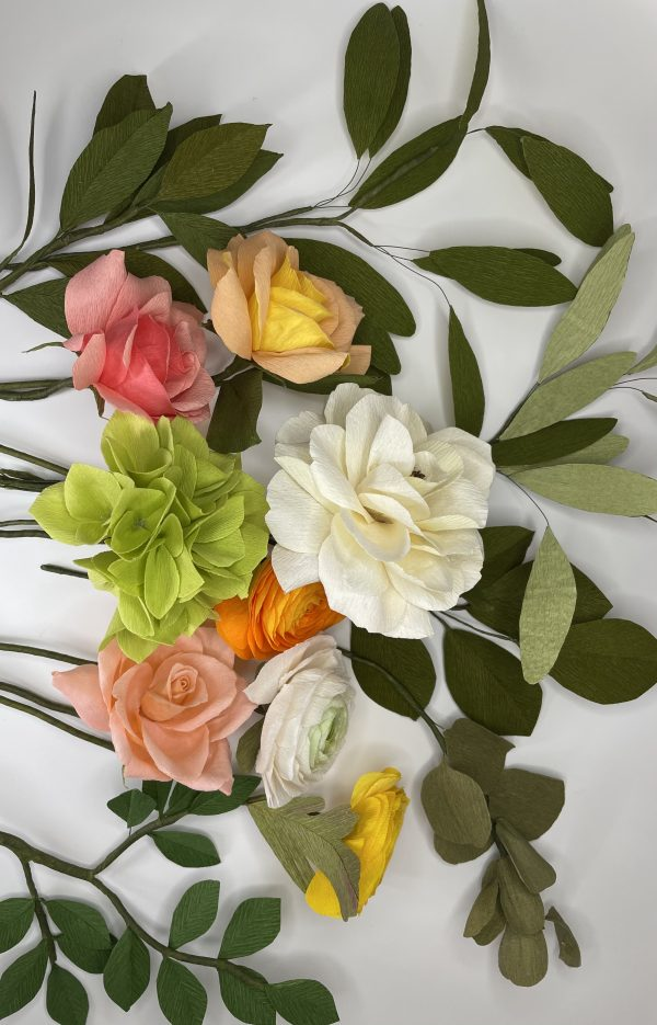 Crepe paper flower arrangement with roses, ranunculus and hydrangea - IMG 1261