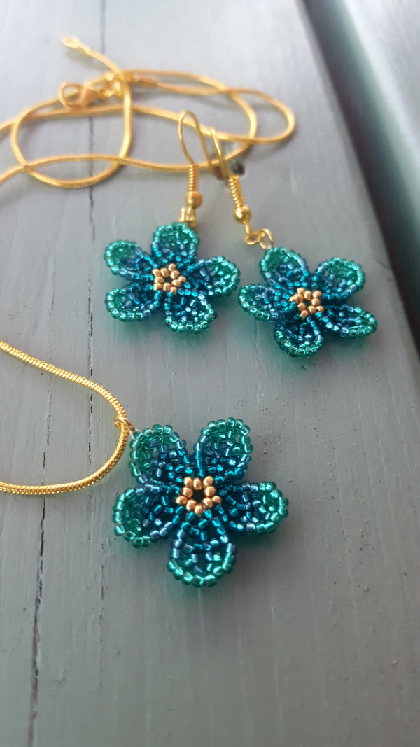 Floral Earrings and Pendant Set - Ombre Green - 20210529 212926 scaled