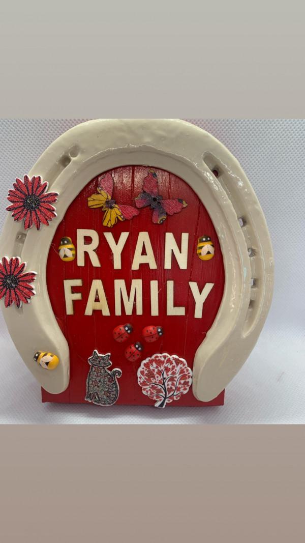 Christmas Family Horse Shoe Gift Box - 6FDA844B 8798 4499 9AD2 16020CB9FA84
