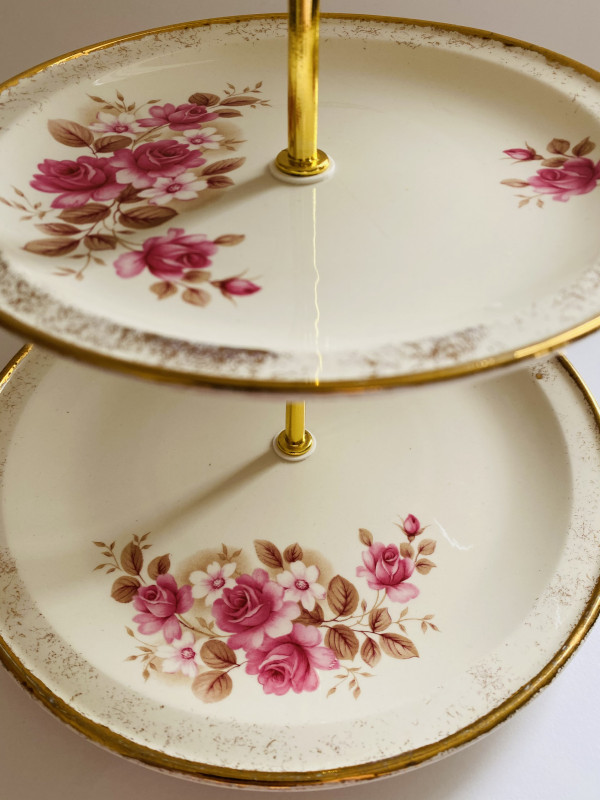 Cake Stand - 3 Tier Pink Rose Irish Carrigaline Pottery - 20086B37 9DBC 4C86 A432 A4E8FF58EF2D scaled