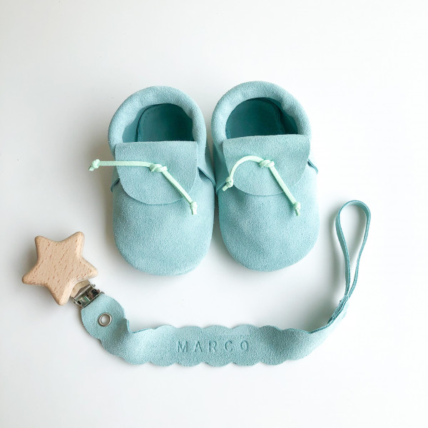 baby-shoes-and-soother-clip