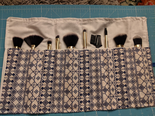 Blue & White Linen Look Make-up Brush Roll-up - PXL 20210517 214104543 scaled