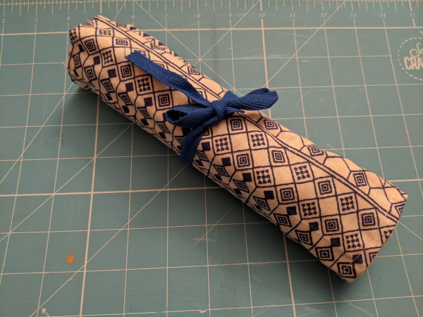 Blue & White Linen Look Make-up Brush Roll-up - PXL 20210517 214128453 scaled