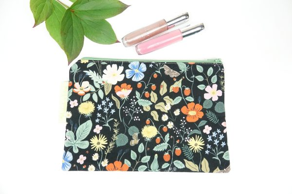 Black Strawberry Fields Makeup Bag - RX302176 scaled