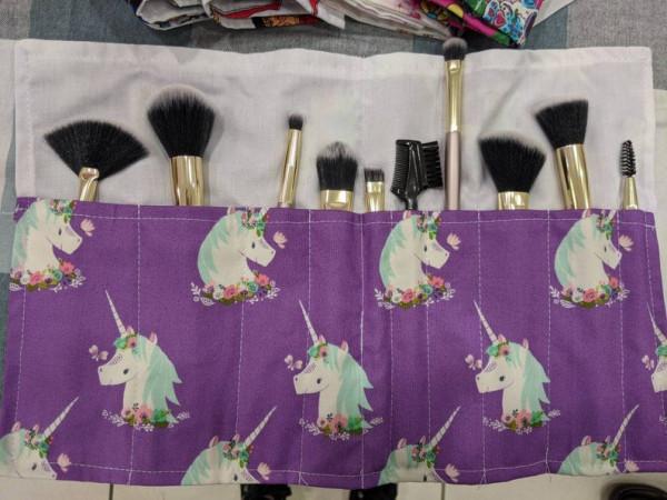 Unicorn Make Up brush roll-up -